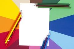 Lápices del color y papel blanco de la hoja Imagen de archivo libre de regalías