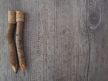 Lápices en la madera vieja Fotografía de archivo