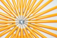 Lápices en un fondo blanco, concepto del grupo Foto de archivo