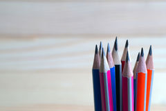Lápices en una tabla de madera De nuevo a escuela Fotografía de archivo