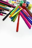 Lápices, marcadores y pintura coloreados Fotografía de archivo