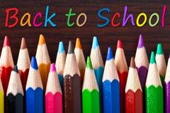 Lápices multicolores con de nuevo a la escuela Fotos de archivo libres de regalías