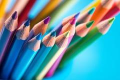 Lápices multicolores en fondo azul Imagen de archivo libre de regalías