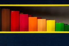 Lápices multicolores en la caja De nuevo a escuela Imágenes de archivo libres de regalías