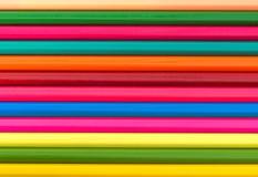 Lápices multicolores fijados en un fondo blanco Imágenes de archivo libres de regalías
