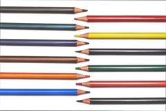 Lápices rojos, amarillos, anaranjados aislados en el fondo blanco imagen de archivo libre de regalías