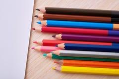 Lápices y papel coloreados Fotografía de archivo