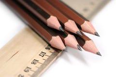 Lápices y regla agudos Fotos de archivo