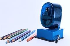 Lápices y sacapuntas coloreados Fotografía de archivo libre de regalías