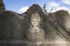 Lápida mortuaria que talla en las ruinas del Al-bajo, neumático, Líbano foto de archivo libre de regalías