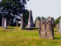 Lápida mortuaria vieja Imágenes de archivo libres de regalías