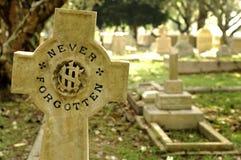Lápida mortuaria vieja foto de archivo libre de regalías