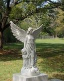 Lápida mortuoria del ángel de la madre y del niño Fotografía de archivo libre de regalías
