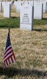 Lápida mortuoria del soldado en Abraham Lincoln National Cemetery Foto de archivo libre de regalías