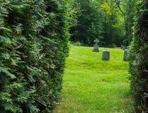 Lápidas mortuarias del granito en cementerio de la abadía en el monasterio Imagenes de archivo