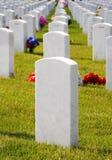 Lápidas mortuorias en el cementerio militar Fotografía de archivo