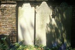 Lápidas mortuorias en el distrito histórico del sur viejo, Charleston, SC Imágenes de archivo libres de regalías