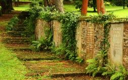 Lápidas mortuorias en la pared Fotografía de archivo