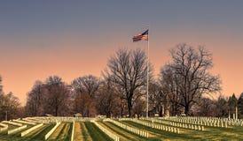 Lápidas mortuorias militares americanas del cementerio Foto de archivo