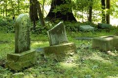 Lápidas mortuorias viejas Imagenes de archivo