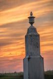 Lápide do cemitério no por do sol Imagem de Stock