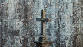 Lápide sob a forma de uma cruz católica Foto de Stock