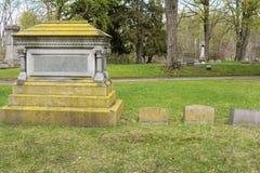 Lápides em um cemitério Imagem de Stock