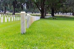 Lápides em um cemitério militar Fotografia de Stock