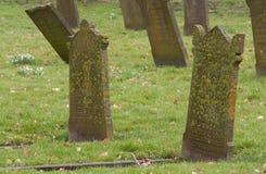 Lápides em um cemitério velho Fotografia de Stock Royalty Free