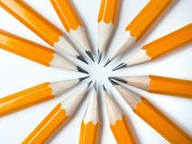 Lápis amarelos em um fundo branco Fotografia de Stock
