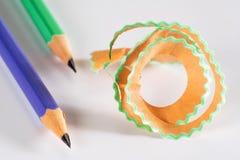 Lápis colorido com aparas Fotografia de Stock