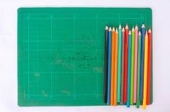 Lápis colorido no fundo da almofada Fotos de Stock