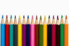Lápis coloridos alinhados no fundo branco Imagens de Stock Royalty Free