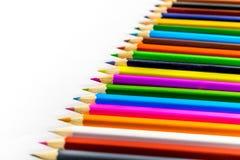 Lápis coloridos das fontes de escola em seguido Fotos de Stock Royalty Free
