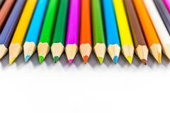 Lápis coloridos das fontes de escola em seguido Fotografia de Stock Royalty Free