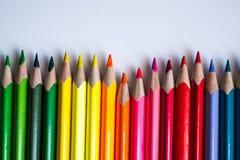 lápis coloridos em seguido, isolado no fundo branco Fotografia de Stock