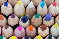 Lápis coloridos em seguido na parte inferior Fotos de Stock