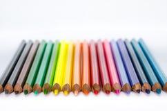 Lápis coloridos em seguido no fundo branco Fotos de Stock