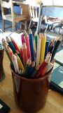 Lápis coloridos em um potenciômetro Fotografia de Stock Royalty Free