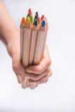 Lápis coloridos na mão da mulher em um fundo branco De volta ao conceito da escola Imagens de Stock Royalty Free