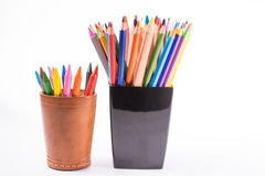 Lápis coloridos nas caixas em um fundo branco De volta ao conceito da escola Imagens de Stock