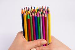 Lápis coloridos nas mãos da mulher em um fundo branco De volta ao conceito da escola Fotos de Stock Royalty Free