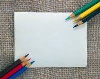 Lápis coloridos no cartão Foto de Stock
