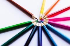 Lápis coloridos no fundo branco, em um círculo Imagens de Stock Royalty Free