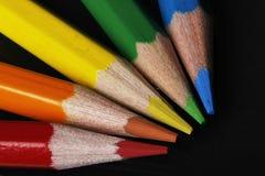 Lápis coloridos no fundo preto Fotos de Stock Royalty Free