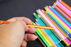 Lápis coloridos no fundo preto Imagens de Stock