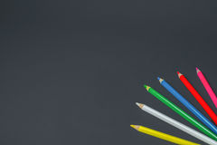 Lápis coloridos no fundo preto Foto de Stock Royalty Free