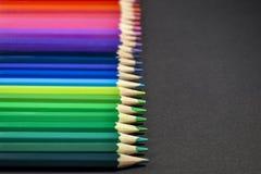 Lápis coloridos no fundo preto Imagem de Stock