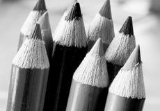 Lápis colorindo afiados em preto e branco fotos de stock