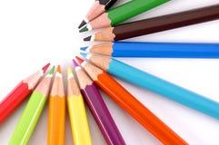 Lápis da cor denominados em um meio círculo foto de stock royalty free